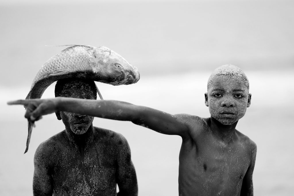 two boys with fish © Mario Macilau